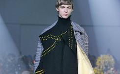"""Fashion Week: un Raf Simons politique évoque """"la jeunesse en mouvement"""""""