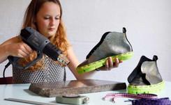 En image : la fabrication de chaussures tricotées et imprimées en 3D