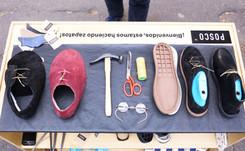POSCO sale a la calle y muestra cómo hace sus zapatos