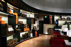 Un homme tire deux balles dans le magasin Louis Vuitton des Champs-Elysées