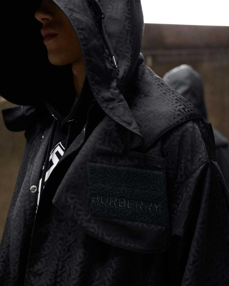 """バーバリー、""""サステナブルナイロン""""使用のコレクションを発表−廃プラスチック由来の繊維を衣料品に展開"""