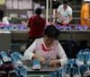 Masiva protesta en China afecta producción de Nike y Adidas