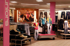 JCPenney FY15 comparable store sales rise 4.5 percent