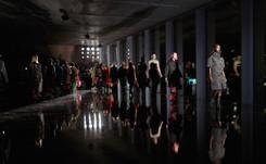 Prada y Fendi apuestan por mujeres fuertes en sus presentaciones en Milán