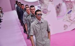 Dior viste al hombre inmaculado en desfile al que asistió J Balvin