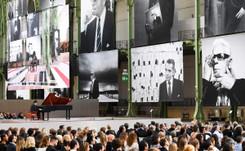 Réjouissant hommage à Karl Lagerfeld au Grand Palais à Paris