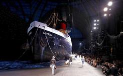 """Chanel lanza el ancla en el Gran Palacio de París para presentar un """"desfile crucero"""""""