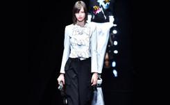 Armani apuesta en el blanco y el negro, en elegancia y comodidad