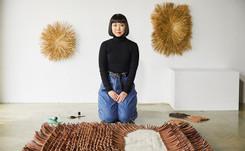 Loewe presenta su colección más artesanal en el Salone del Mobile de Milán