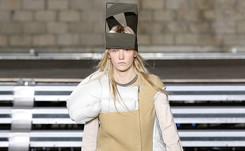 """Bauhaus:""""l'art débraillé"""" plaît toujours à la mode"""