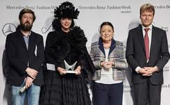 Ela Fidalgo gana el Premio Mercedes-Benz Fashion Talent