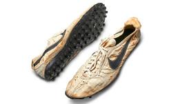Une des premières paires de basket Nike vendue 437500 dollars, un record