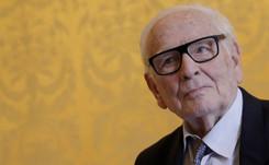 El modisto Pierre Cardin prepara su sucesión a los 96 años