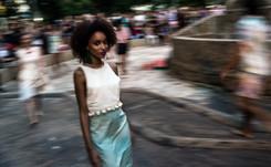 Pasarela callejera en Rio contra la cancelación de su semana de la moda