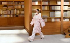 Viard mantiene los códigos en su primer desfile alta costura de Chanel