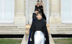 Givenchy recuerda a su fundador y a su musa Audrey Hepburn