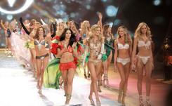 """Les """"anges"""" de Victoria's Secret déploient leurs ailes pour la première fois à Londres"""